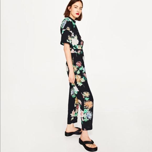 bfeadc1706a5 Zara Floral Jumpsuit Worn Once🌷. M 5a80dd56fcdc3144ddbf691f